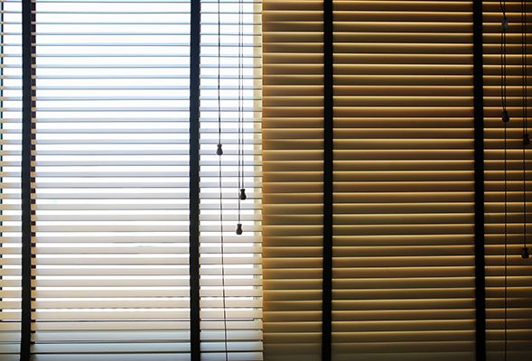 5 ways to use curtains and blinds in dubai to keep the heat out the home project servicemarket. Black Bedroom Furniture Sets. Home Design Ideas